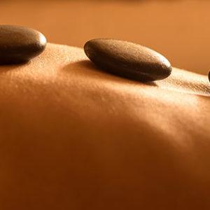 massage-pierres-chaudes-509096414